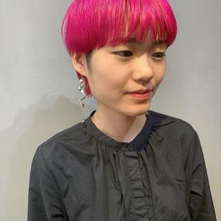 ピンクアッシュ ショート ベリーピンク ストリート ヘアスタイルや髪型の写真・画像