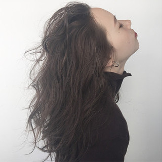 グレージュ 外国人風 セミロング 暗髪 ヘアスタイルや髪型の写真・画像 ヘアスタイルや髪型の写真・画像