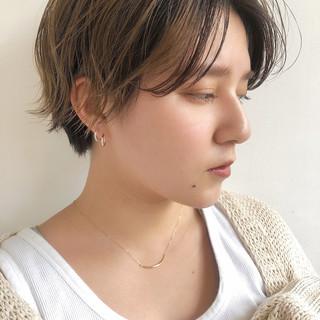 ミルクティーベージュ ショート ハンサムショート ダブルカラー ヘアスタイルや髪型の写真・画像