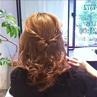 リラックス 簡単ヘアアレンジ アウトドア フェミニン ヘアスタイルや髪型の写真・画像