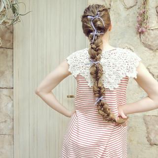 編み込み ヘアアレンジ くるりんぱ 外国人風 ヘアスタイルや髪型の写真・画像