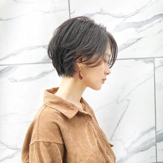オフィス 小顔ヘア 絶壁カバー ナチュラル ヘアスタイルや髪型の写真・画像