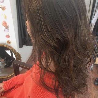 ブリーチ アッシュグレージュ グレージュ ハイライト ヘアスタイルや髪型の写真・画像