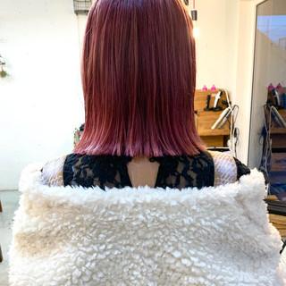 ピンク 大人カジュアル ダブルカラー 切りっぱなしボブ ヘアスタイルや髪型の写真・画像