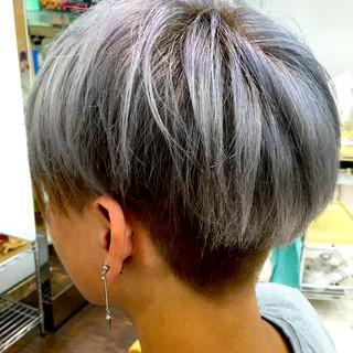 ショート ブリーチ シルバーアッシュ ハイトーン ヘアスタイルや髪型の写真・画像