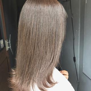 ミディアム ナチュラル 大人可愛い シルバーアッシュ ヘアスタイルや髪型の写真・画像