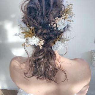 ティアラと合わせたい花嫁さんの愛されフェミニンな髪型大特集