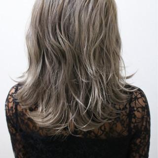 ハイトーン ミディアム モード ハイライト ヘアスタイルや髪型の写真・画像