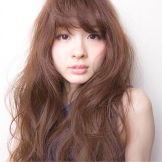 フェミニン ハイトーン 大人かわいい 外国人風 ヘアスタイルや髪型の写真・画像