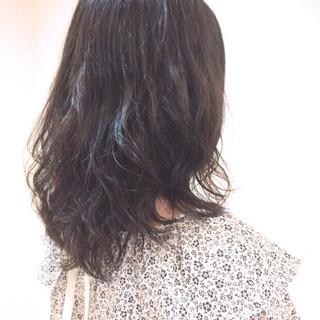 エアリー ウェーブ くせ毛風 パーマ ヘアスタイルや髪型の写真・画像
