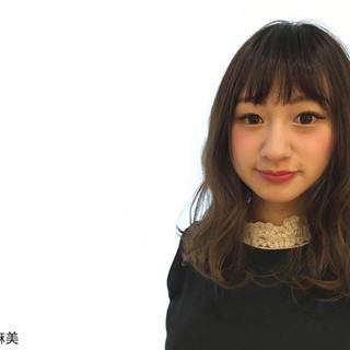 外国人風 セミロング グラデーションカラー 暗髪 ヘアスタイルや髪型の写真・画像