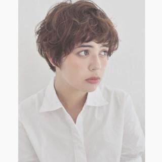 外国人風 暗髪 マッシュ 透明感 ヘアスタイルや髪型の写真・画像