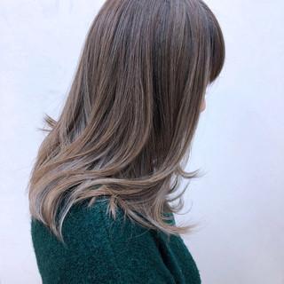グレージュ ナチュラル ミディアム アンニュイ ヘアスタイルや髪型の写真・画像