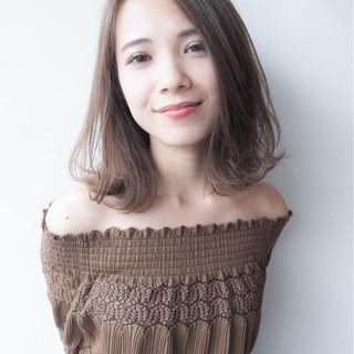 ミディアム 秋 透明感 外ハネ ヘアスタイルや髪型の写真・画像