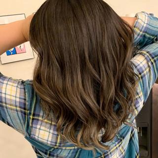 ミルクティーベージュ エアータッチ レイヤーロングヘア ロング ヘアスタイルや髪型の写真・画像