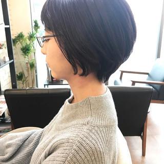 スモーキーカラー ツヤ髪 ショートボブ ショート ヘアスタイルや髪型の写真・画像