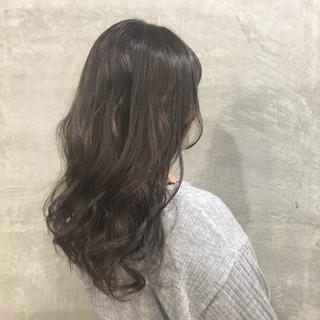 外国人風 ハイライト ウェーブ ナチュラル ヘアスタイルや髪型の写真・画像