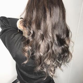 セミロング 大人ハイライト バレイヤージュ ストリート ヘアスタイルや髪型の写真・画像