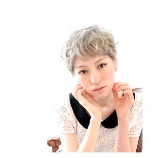 前髪あり 個性的 ショート ワイドバング ヘアスタイルや髪型の写真・画像 ヘアスタイルや髪型の写真・画像
