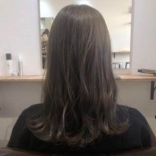 くすみカラー ナチュラル イルミナカラー カーキ ヘアスタイルや髪型の写真・画像