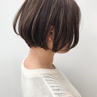 コンサバ ショートボブ イルミナカラー 大人かわいい ヘアスタイルや髪型の写真・画像