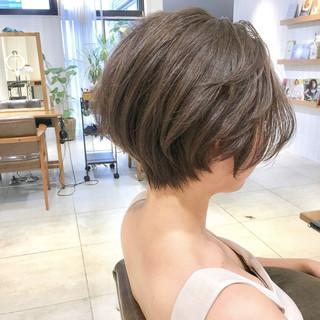 オフィス ナチュラル アウトドア ウェーブ ヘアスタイルや髪型の写真・画像 ヘアスタイルや髪型の写真・画像