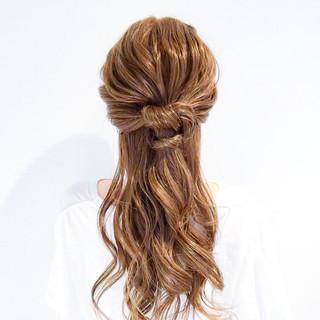 フェミニン ヘアアレンジ ショート オフィス ヘアスタイルや髪型の写真・画像 ヘアスタイルや髪型の写真・画像