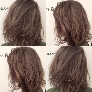 ショート アッシュグレージュ 外国人風 ハイトーン ヘアスタイルや髪型の写真・画像
