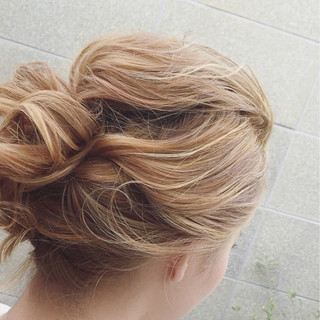 ミディアム ヘアアレンジ 大人かわいい ねじり ヘアスタイルや髪型の写真・画像