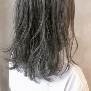 アッシュベージュ ミディアム アッシュグレージュ 外国人風カラー ヘアスタイルや髪型の写真・画像