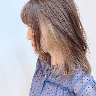 インナーカラー ベージュ ミディアム ロブ ヘアスタイルや髪型の写真・画像