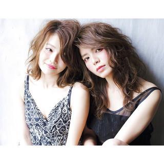 かわいい 外国人風 レイヤーカット ブラウン ヘアスタイルや髪型の写真・画像