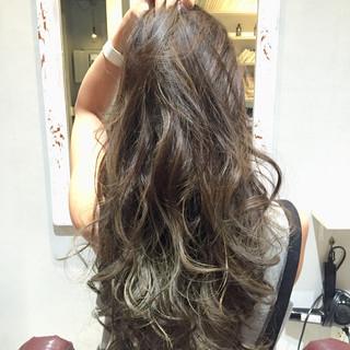 コンサバ 外国人風 暗髪 ロング ヘアスタイルや髪型の写真・画像