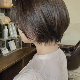 ハンサムショート グレージュ ナチュラル アッシュグレージュ ヘアスタイルや髪型の写真・画像