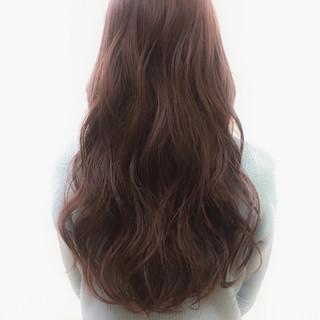 外国人風 フェミニン ゆるふわ アッシュ ヘアスタイルや髪型の写真・画像