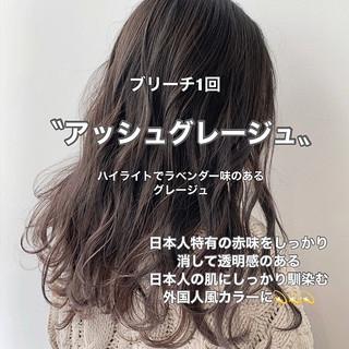 デート グレージュ ロング ナチュラル ヘアスタイルや髪型の写真・画像