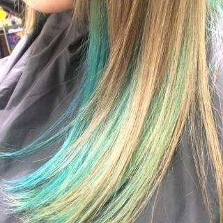 ブルー グリーン ツートン ヘアスタイルや髪型の写真・画像