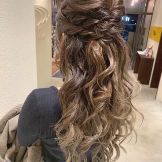 ロング 巻き髪 結婚式ヘアアレンジ ハーフアップ ヘアスタイルや髪型の写真・画像