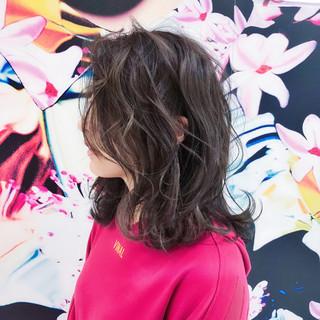 フェミニン ミディアム 小顔 ハイライト ヘアスタイルや髪型の写真・画像