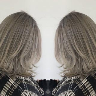 ナチュラル バレイヤージュ ミルクティーベージュ バックコーミング ヘアスタイルや髪型の写真・画像