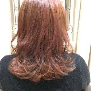 ガーリー ハイトーン ベリーピンク ピンク ヘアスタイルや髪型の写真・画像