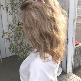 ブリーチオンカラー ブリーチカラー ストリート セミロング ヘアスタイルや髪型の写真・画像