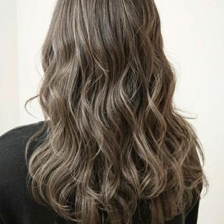 セミロング ストリート 外国人風 ハイライト ヘアスタイルや髪型の写真・画像