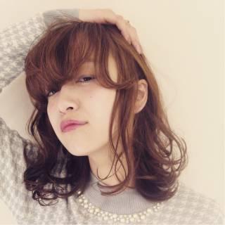 ミディアム モテ髪 丸顔 卵型 ヘアスタイルや髪型の写真・画像