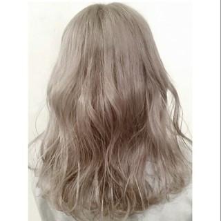 ミディアム アッシュグレージュ ホワイトアッシュ 外国人風 ヘアスタイルや髪型の写真・画像