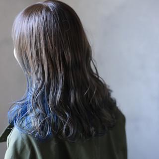 インナーカラー ブルージュ ネイビーブルー ストリート ヘアスタイルや髪型の写真・画像