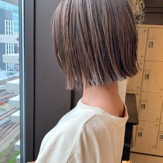 イルミナカラー ショートヘア 切りっぱなしボブ ナチュラル ヘアスタイルや髪型の写真・画像