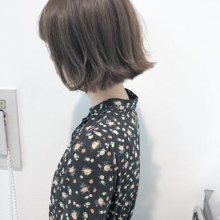 グレージュ ミルクティー ロブ 切りっぱなし ヘアスタイルや髪型の写真・画像
