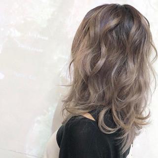 バレイヤージュ アッシュ ストリート セミロング ヘアスタイルや髪型の写真・画像