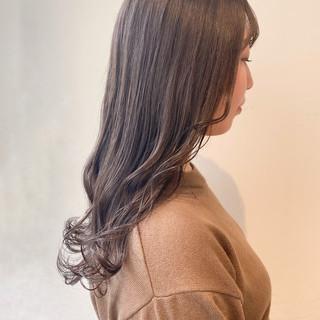 セミロング ミルクティーベージュ ミルクティーグレージュ グレージュ ヘアスタイルや髪型の写真・画像